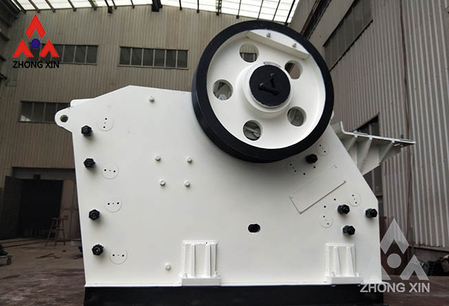 What daily maintenance is required for the jaw crusher?